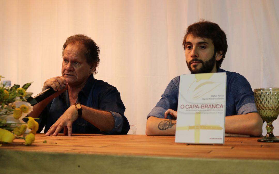 """Com auditório lotado, autores de """"O Capa-Branca"""" realizam palestra de abertura da 14ª Semana de Psicologia da FAMA"""