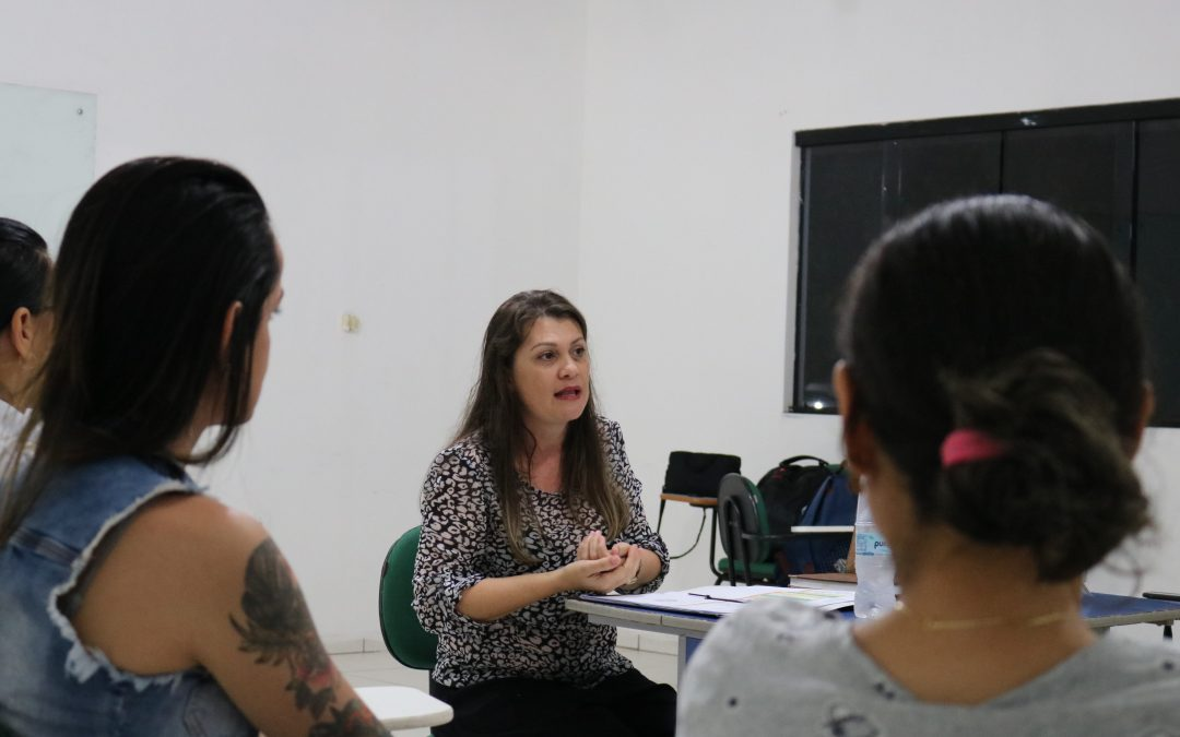 Turma de Psicologia da FAMA participa de bate-papo com Fonoaudióloga Educacional