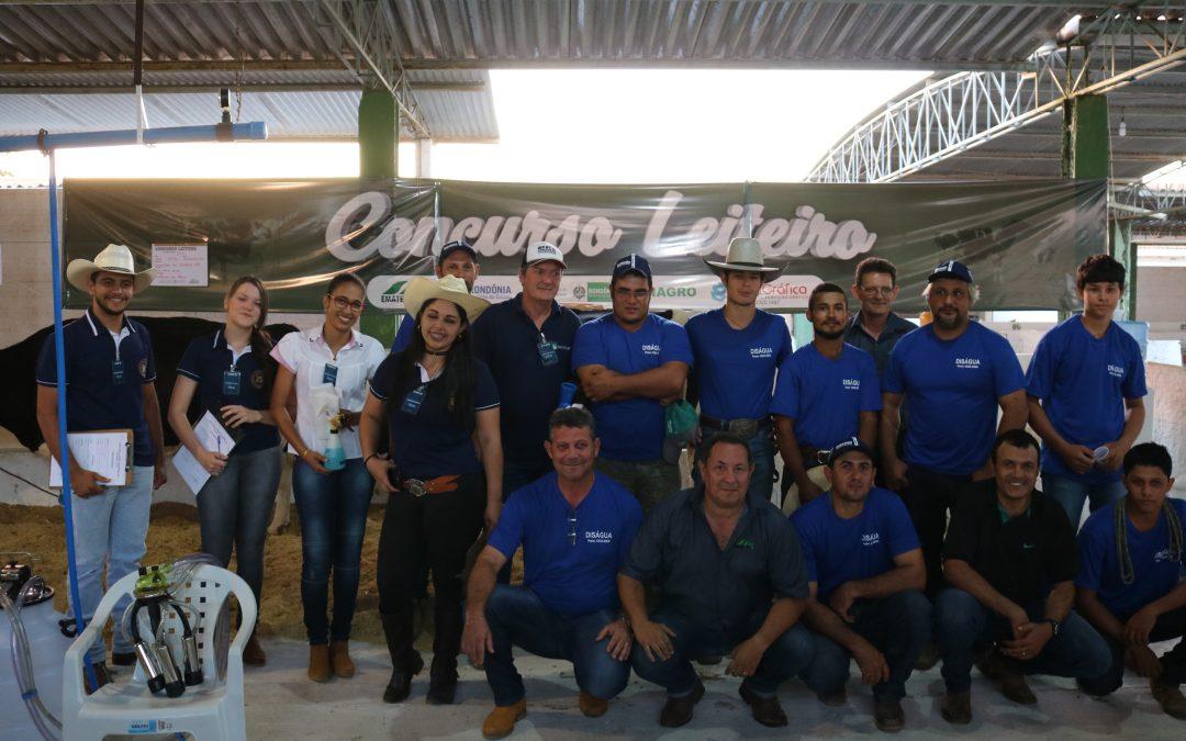 Estudantes de Zootecnia da FAMA participam do Concurso Leiteiro durante a 33ª Expovil