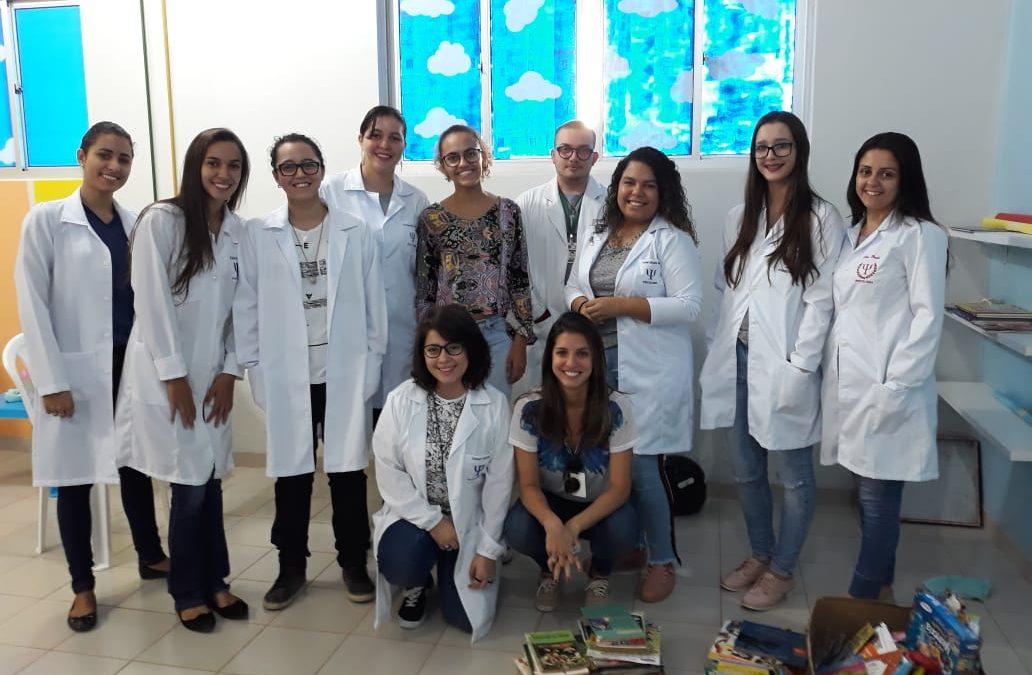 Professora e estudantes de psicologia da FAMA reativam voluntariamente brinquedoteca do HRV