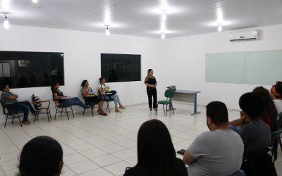Estudantes de Serviço Social participam de roda de conversa com Assistente Social do SEST SENAT